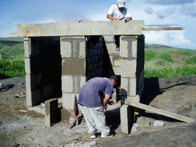 Finally, Gabriel and Henrique completing the latrine for the Panama school