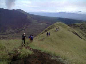 Trekking the rim of the Masaya volcano and visting indigenous communities along the way